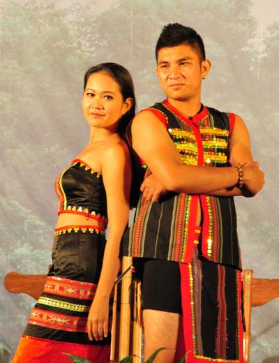 Nét đẹp trang phục truyền thống dân tộc Ê Đê - Đắk Lắk.