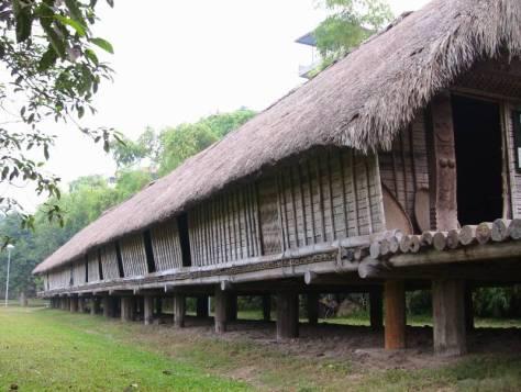 Nhà dài truyền thống của người Ê Đê.