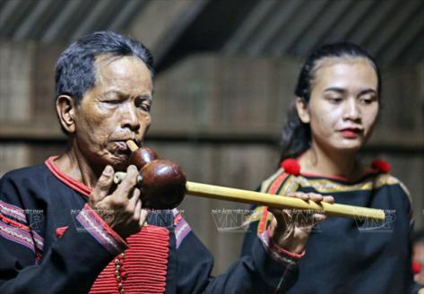 Thưởng thức tiếng khèn Đing Tak Tar (Đinh Tắt Tà), câu hát truyền thống của bà con dân tộc Ê Đê.