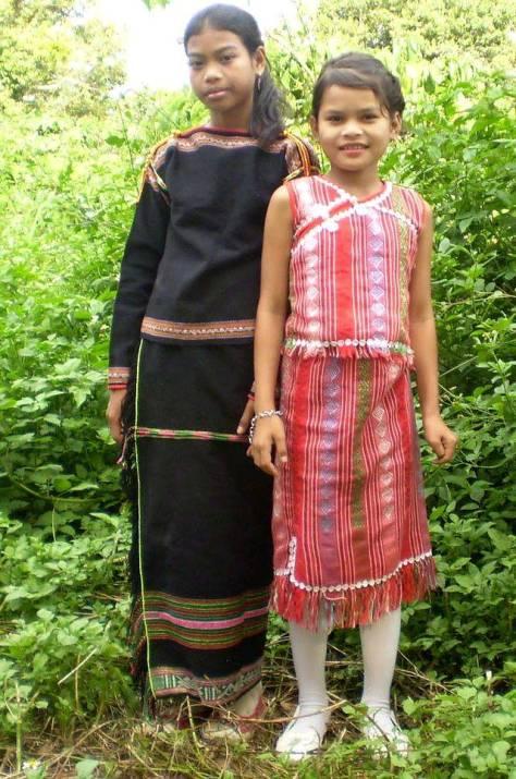 Thiếu nhi Ê Đê trong trang phục truyền thống.