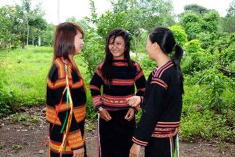 Sơn nữ Ê Đê trong trang phục truyền thống.