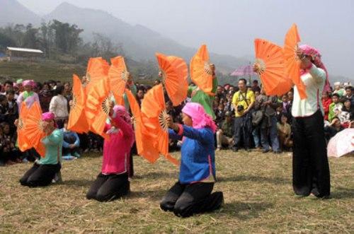 Lễ hội Roóng Poọc trở thành lễ hội chung của cả vùng thung lũng Mường Hoa.