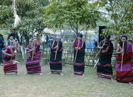 Đinh Tút - loại nhạc cụ có nguồn gốc xuất xứ và cách trình diễn độc đáo.