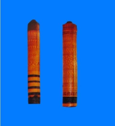 Các họa tiết hoa văn (Đe) trang trí trên cán rìu.