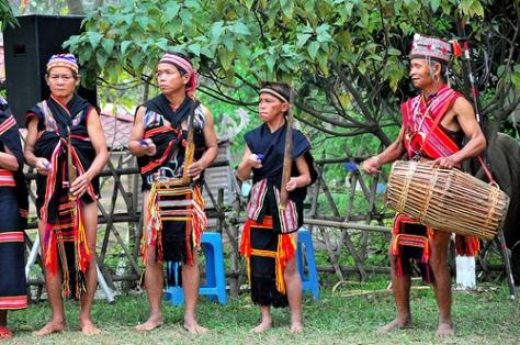 Trang phục dân tộc Gié Triêng.