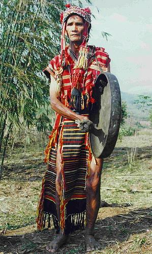 Trang phục năm Gié Triêng.