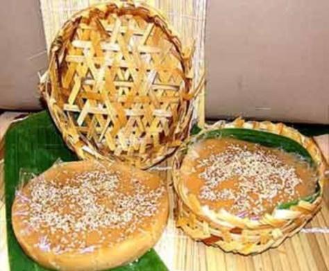Một món bánh không thể thiếu trên mâm cúng tổ tiên của người Hoa chính là bánh tổ.