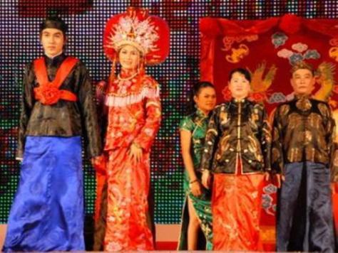 Trang phục đám cưới của người Hoa.