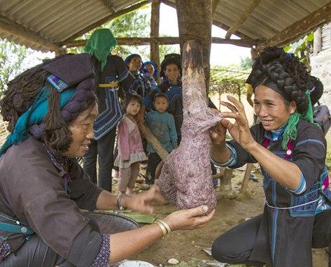 Bánh giầy là một món ăn không thể thiếu trong những ngày tết của người Hà Nhì.