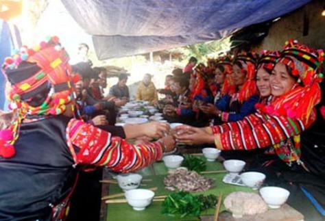 Người Hà Nhì đón Tết vui vẻ và đầm ấm.
