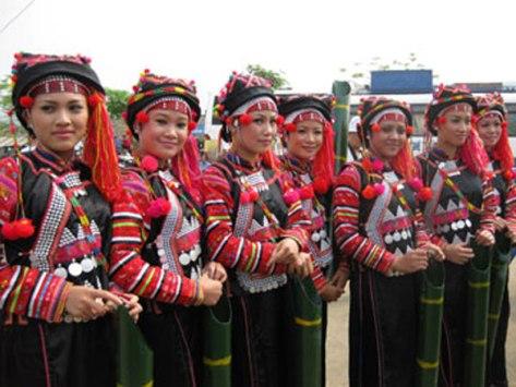 Trang phục dân tộc Hà Nhì trong ngày hội.
