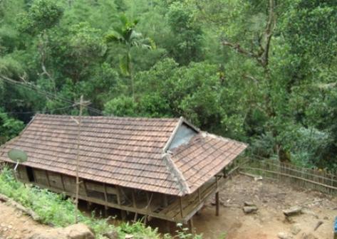 Kiến trúc nhà sàn dân tộc Hrê.