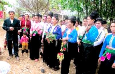 Hằng năm dân tộc Kháng tổ chức lễ hội Pang Phoong.