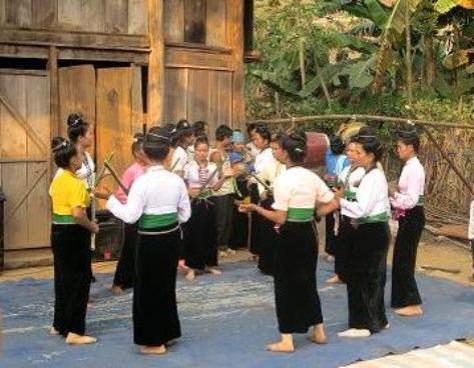 Múa Tầm Đao (ảnh tư liệu Bảo tàng tỉnh).