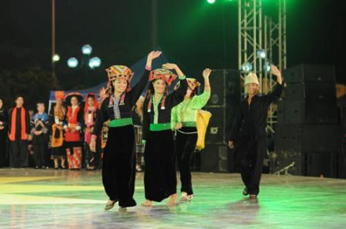 Người Kháng có nhiều điệu múa truyền thống độc đáo.