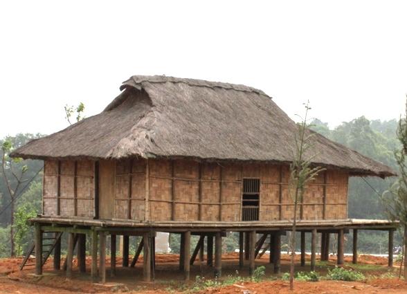 Nhà sàn truyền thống dân tộc Kháng.