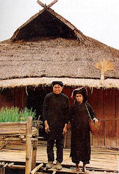 Trang phục cổ truyền của dân tộc Kháng ở Sơn La.