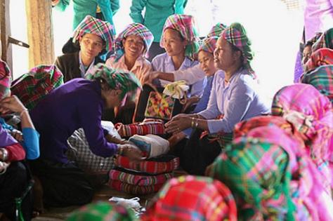 Nghi thức ngày cưới người Kháng (ảnh Nam Trung).