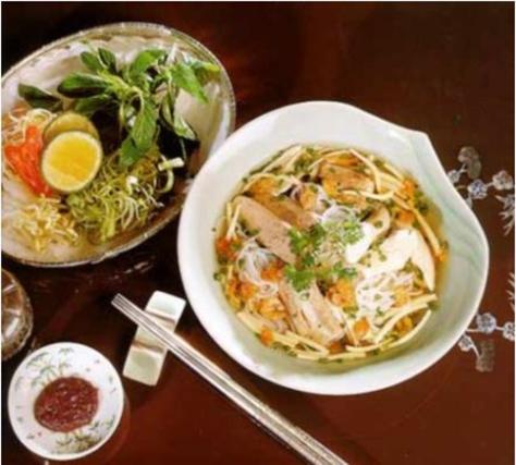 Tài liệu ẩm thực Việt Nam ghi nhận, bún nước lèo có lịch sử từ lâu đời và từ lâu đã trở thành món ăn truyền thống của người Khmer.