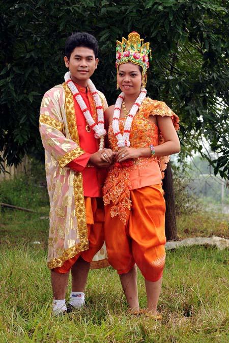 Trang phục cưới dân tộc Khmer.