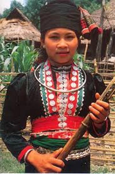 Trang phục truyền thống Khơ Mú.