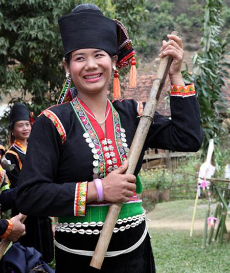 Thiếu nữ Khơ Mú trong ngày hội Mah grợ.