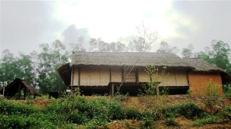 Nhà sàn truyền thống của người La Chí ở làng văn hóa.