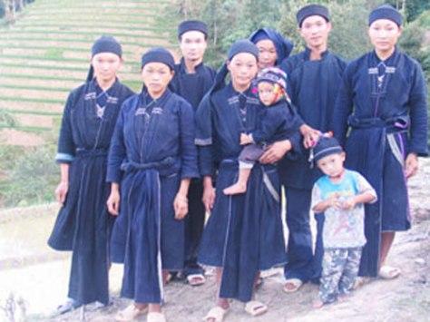 Trang phục dân tộc La Chí.