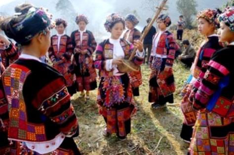 Người Lô Lô có mặt ở 30 tỉnh thành, nhưng sống tập trung chủ yếu ở các huyện Đồng Văn, Mèo Vạc (tỉnh Hà Giang) và huyện Bảo Lạc (Cao Bằng). Ảnh KT