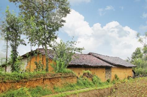 Nhà trình tường của người Lô Lô, Hà Giang.