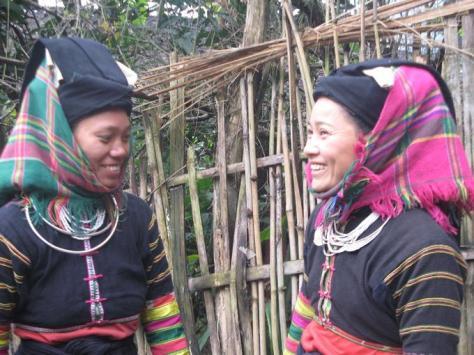 lolo_Trang phục của phụ nữ lô lô đen Bảo Lạc (Cao Bằng)