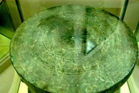 Trống đồng của người Lô Lô.