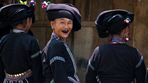 Đối với người Lự, phụ nữ răng càng đen, càng bóng thì càng đẹp, càng hấp dẫn…