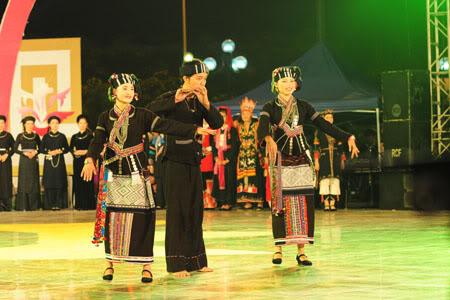 Trang phục truyền thống dân tộc Lự.