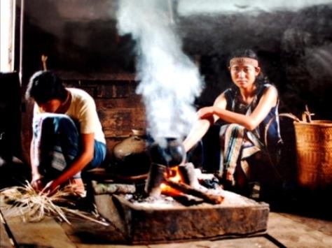 Bếp là nơi linh thiêng nhất trong ngôi nhà của người Mạ.