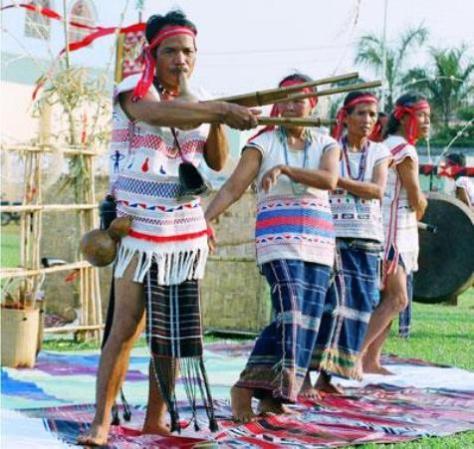 Nhảy múa trong lễ hội.