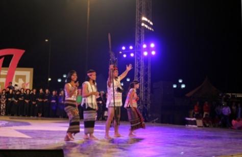 Trang phục truyền thống dân tộc Mạ.