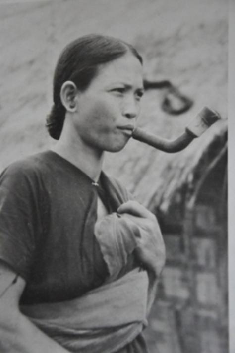 """Bà H'Srang Rye – cô gái 18 tuổi vào năm 1948 được Georges Codominas gọi là """"người đẹp"""" trong tác phẩm """"Chúng tôi ăn rừng Đá Thần Gôo"""""""