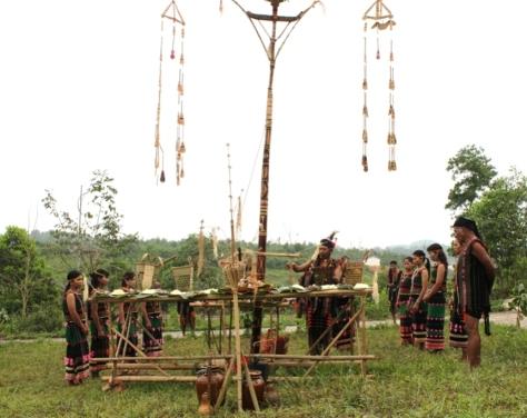 Lễ cúng nêu của người M'Nông.