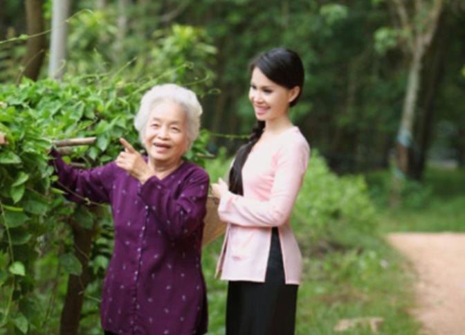 Mẹ và bà ngoại