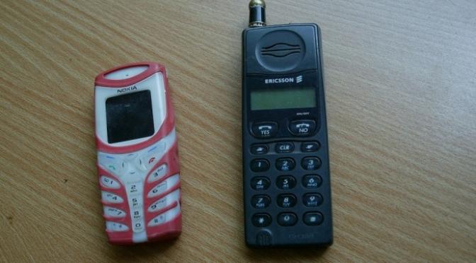Đổi điện thoại cho nhau