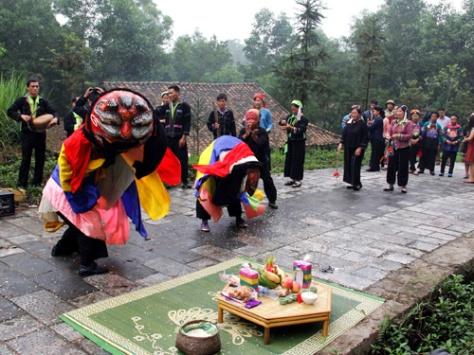 Múa kỳ lân trong lễ cầu mùa.