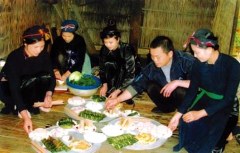 Người Nùng tổ chức Lễ khao tổ vào dịp tân gia hoặc vào những ngày lễ lớn của gia đình trong năm.
