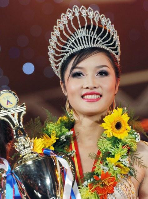 Triệu Thị Hà, dân tộc Nùng, tỉnh Cao Bằng, đăng quang Hoa Hậu 2011.