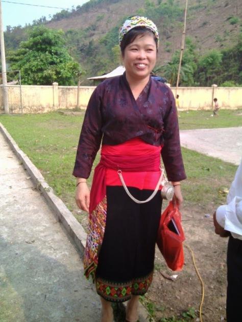 Trang phục truyền thống người Ơ Đu.