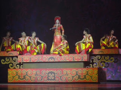 pl_Bộ ảnh tộc Yi trình diễn văn hóa dân nhạc truyền thống Lễ hội Torch Festival năm 2013-12