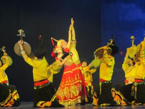 pl_Bộ ảnh tộc Yi trình diễn văn hóa dân nhạc truyền thống Lễ hội Torch Festival năm 2013-3