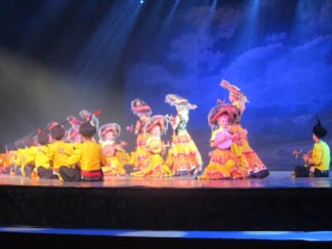 pl_Bộ ảnh tộc Yi trình diễn văn hóa dân nhạc truyền thống Lễ hội Torch Festival năm 2013-4