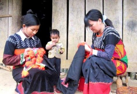 Nét độc đáo của trang phục truyền thống Phù Lá.
