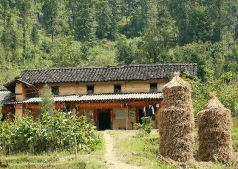 Ngôi nhà của người Pu Péo ở Đồng Văn.